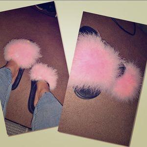 Furry flops ladies 😜😍